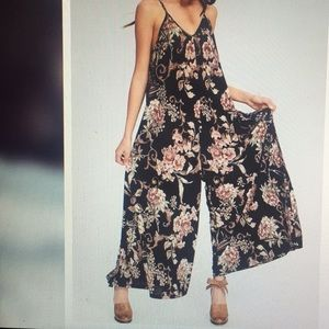 BRAND NEW Floral Sleeveless Jumpsuit w/ Pockets